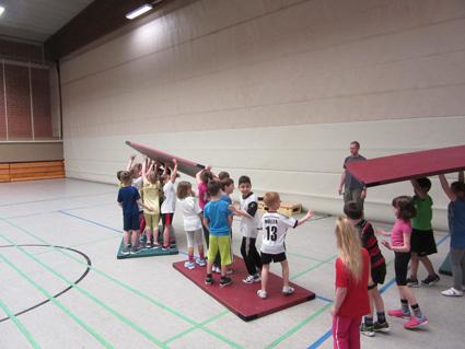 sich fortbewegt wie ein starkes Team © Grundschule Giesenkirchen